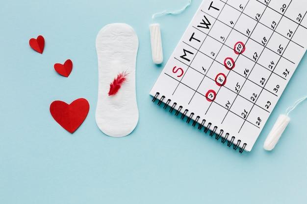 Calendário de período e produtos sanitários femininos