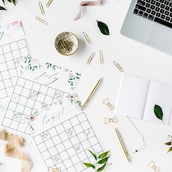 Calendário de programação de planejador de casamento pintado com aquarela, laptop, caderno e acessórios