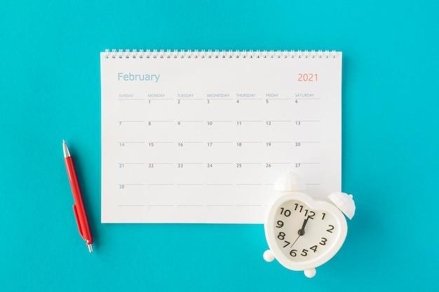Calendário do planejador plano com relógio