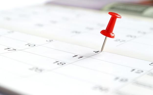 Calendário e marcou a data do alfinete