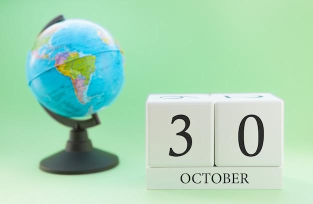 Calendário feito de madeira com 30 dias do mês de outubro