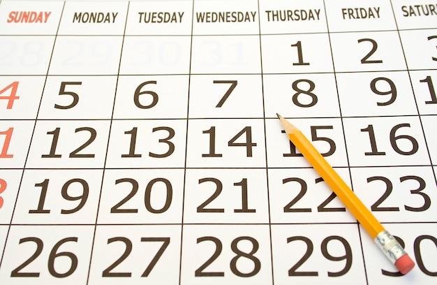 Calendário março de 2010 com ondulação da página isolada no branco