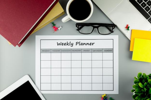 Calendário plano semanal fazendo negócios ou atividades em uma semana.