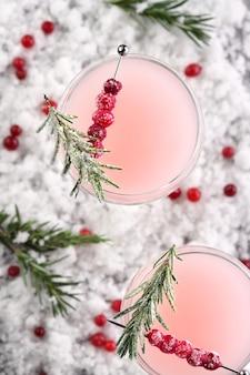 Cálice com cranberry margarita com cranberries alecrim festa de natal