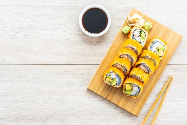 Califórnia maki rolos sushi