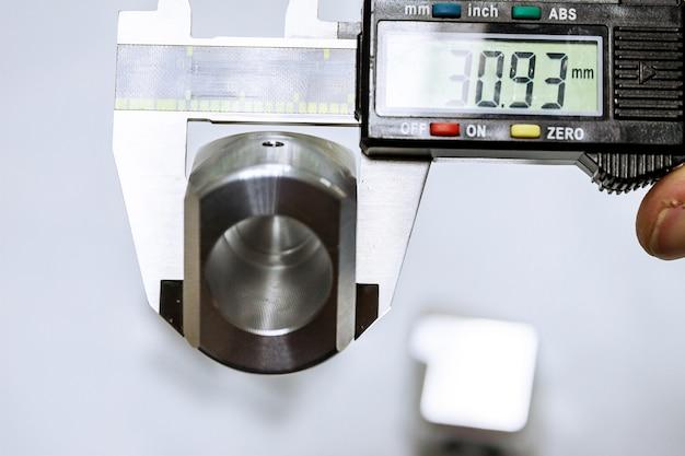 Calipers. dispositivo de medição digital moderno. precisão da medição.