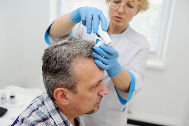 Calvície. diagnóstico de cabelo e couro cabeludo