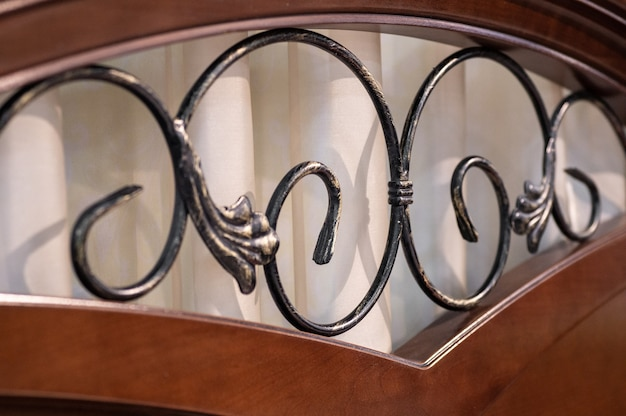 Cama com base de metal