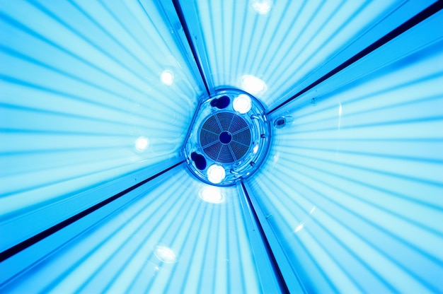 Cama de bronzeamento solarium, vista de dentro