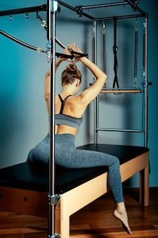 Cama de reformador de pilates, conceito de hormônio corporal de pilates