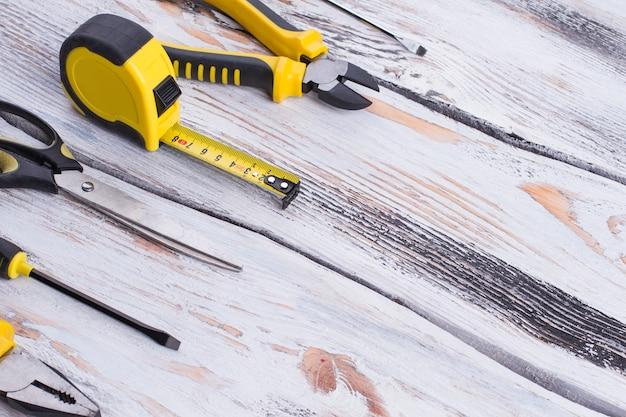 Camada plana de ferramentas de carpinteiro e espaço de cópia
