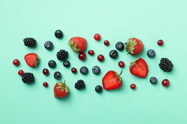 Camada plana de mistura de várias frutas frescas