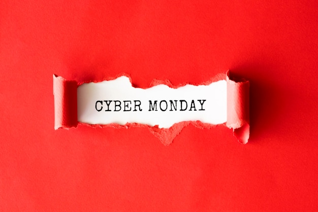 Camada plana de papel rasgado para cyber segunda-feira