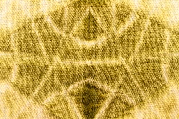 Camada plana de tecido tie-dye colorido