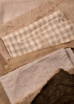 Camada plana de tecidos monocromáticos coloridos