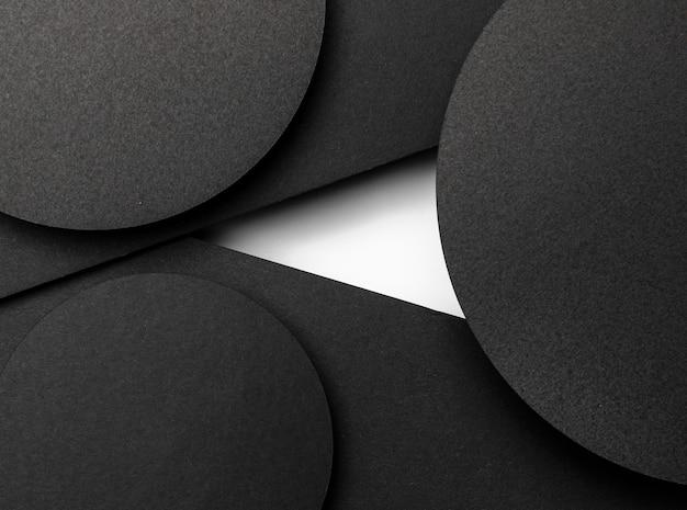 Camadas circulares pretas de papel e mancha branca