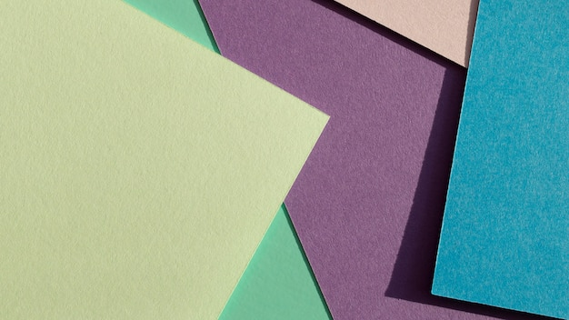 Camadas de papéis coloridos e sombras
