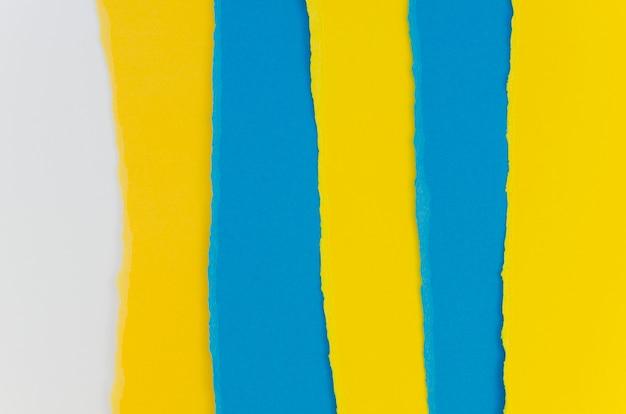Camadas de papéis coloridos rasgados