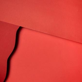 Camadas de papéis vermelhos rasgados