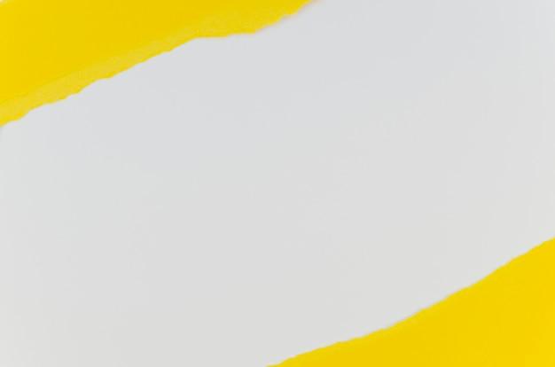Camadas de papel amarelo e branco