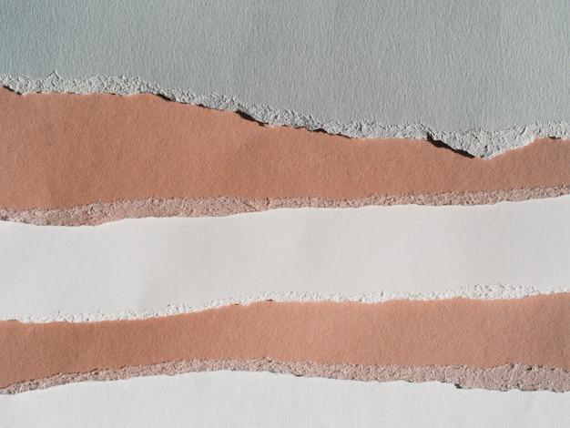 Camadas de papel com bordas rasgadas