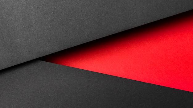 Camadas de papel pretas e vermelhas