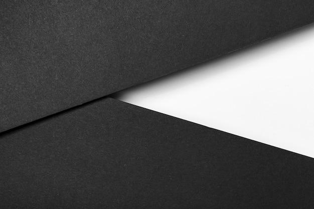 Camadas de papel preto e branco
