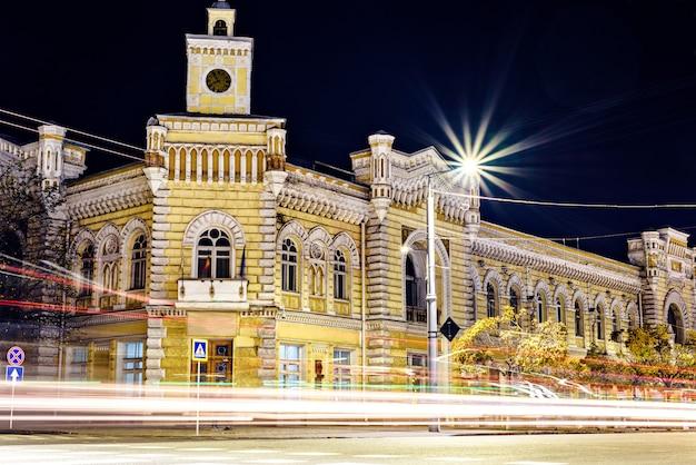 Câmara municipal de chisinau à noite