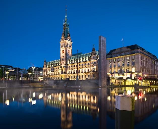 Câmara municipal de hamburgo à noite