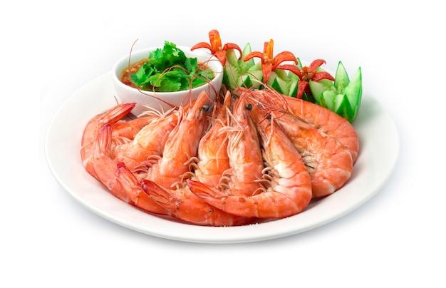 Camarão com asse sal servido frutos do mar molho picante