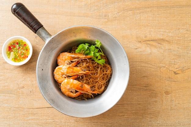 Camarão cozido ou assado com macarrão de vidro ou camarão envasado com vermicelli