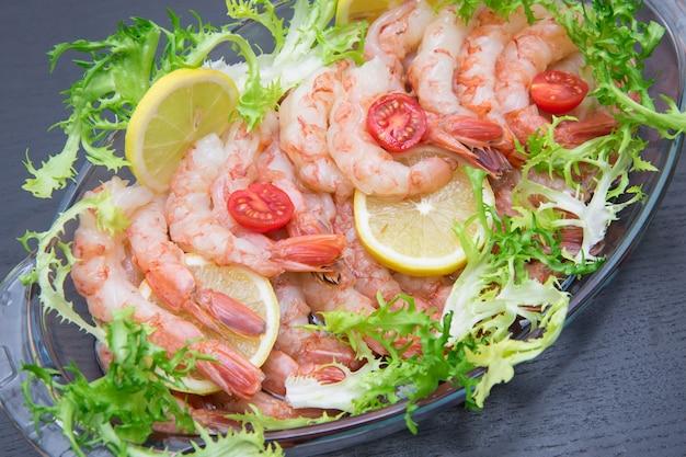 Camarão cru, ingrediente de camarão cru de frutos do mar para cozinhar