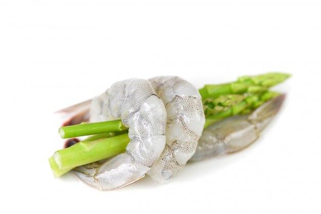 Camarão espargos camarões frescos crus