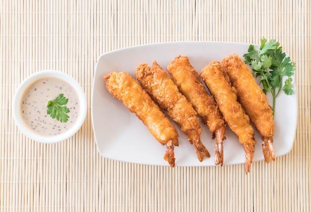 Camarão frita na mesa