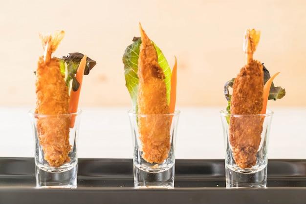 Camarão fritado em madeira