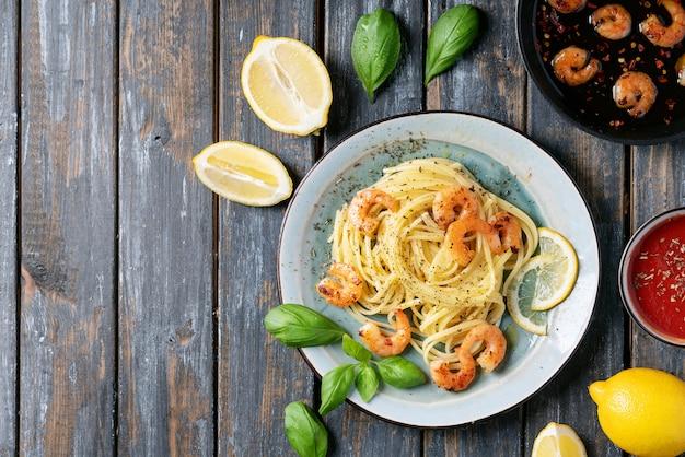 Camarão frito camarão italiano espaguete