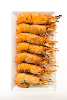 Camarão grelhado e camarão na chapa branca
