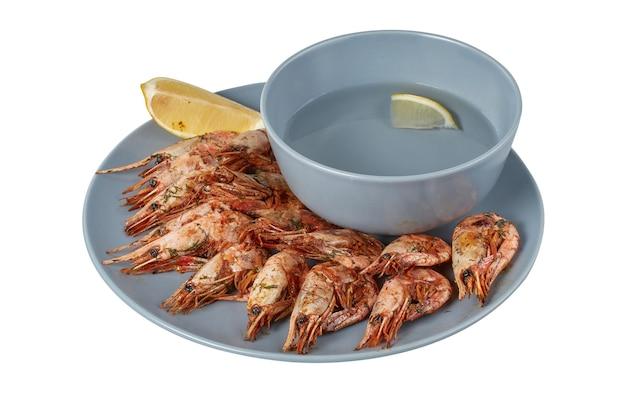 Camarão grelhado em um prato, prato de restaurante, imagem isolada