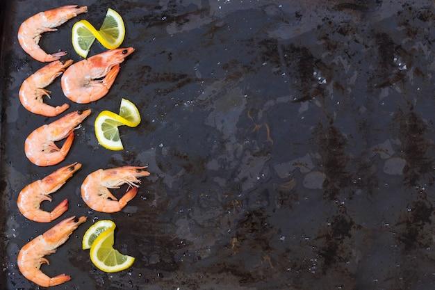 Camarão, limão e sal marinho