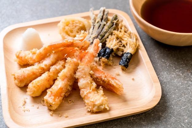 Camarão tempura (camarão frito agredidas) com vegetais
