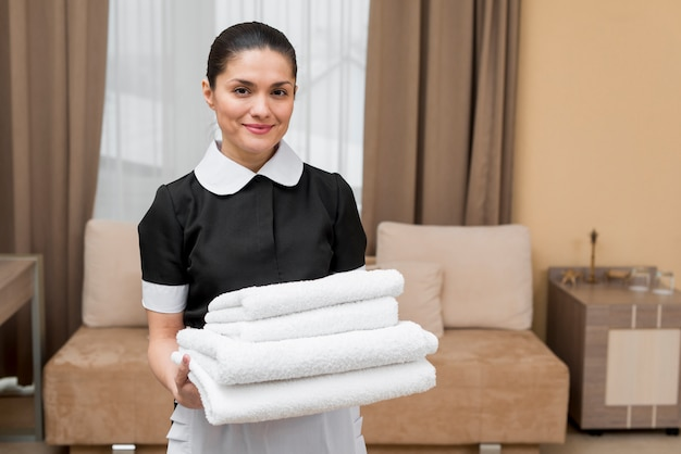 Camareira, preparar quarto hotel