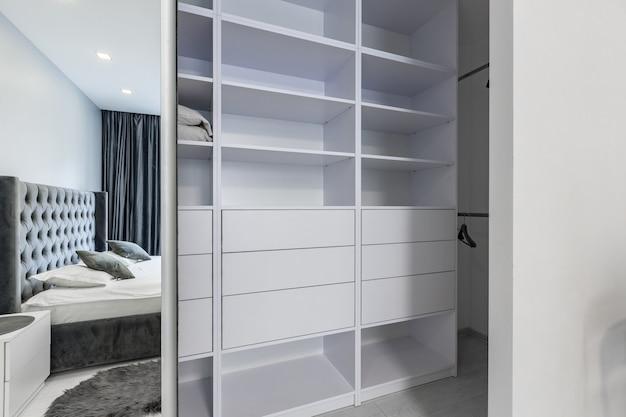 Camarim em um pequeno apartamento de um quarto