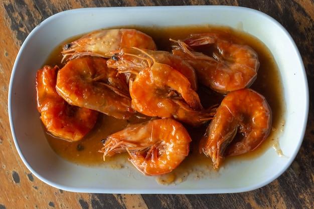 Camarões em molho de tamarindo