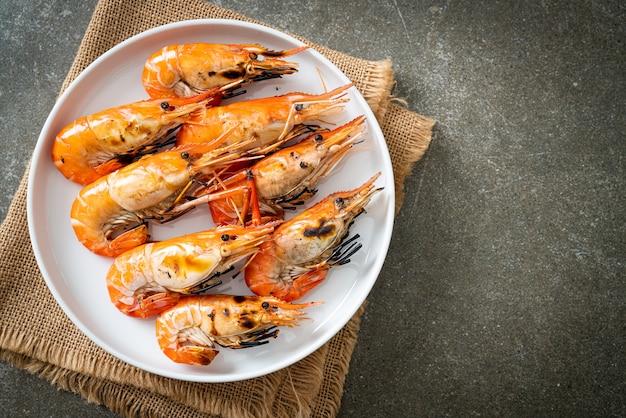 Camarões ou camarões grelhados - estilo frutos do mar