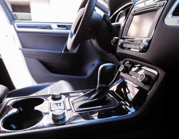 Câmbio de marchas de transmissão automática no carro