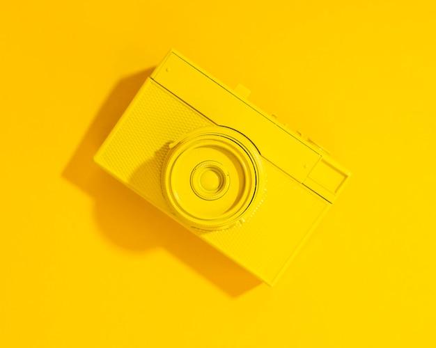 Câmera amarela antiga plana leigos