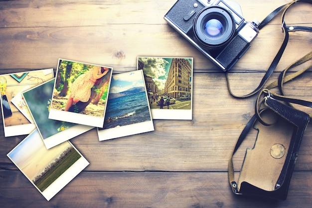 Câmera antiga e fotos na mesa de madeira