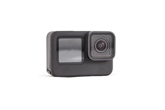 Câmera de ação preta com tela de visão frontal isolada em fundo branco