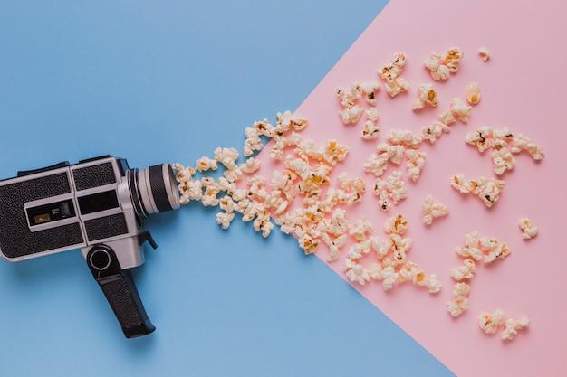 Câmera de cinema vintage com pipocas
