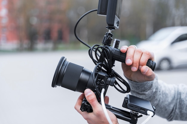 Câmera de jornalismo em close-up